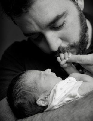 Az apák többet érintik meg gyermekeiket mint az anyák
