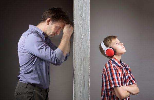 """November 11.: A kamaszkor cunami – beszélgetős előadás. """"Az apád majd helyre teszi az eszedet!"""""""