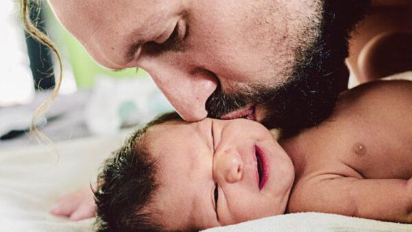 Több szabadságot az apáknak! Egy igazi win-win helyzet, ami mindenkinek jó lenne!